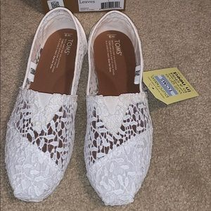 NWT Toms Classic White Lace Leaves slipons